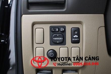 Các nút bấm rối rắm trên xe Fortuner 2013