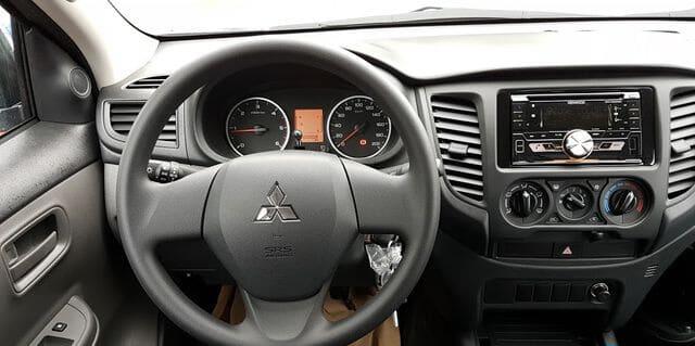 Giải trí Mitsubishi Triton 4x2 MT Muaxegiatot vn - Chi tiết xe bán tải Mitsubishi Triton 4×2 MT (Số sàn, 1 cầu) - Muaxegiatot.vn