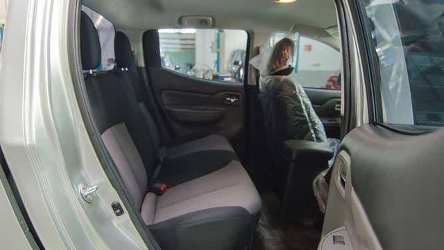 Hàng ghế sau Mitsubishi Triton 4x4 MT Muaxegiatot vn - Chi tiết xe Mitsubishi Triton 4×4 MT (Số sàn, 2 cầu) - Muaxegiatot.vn