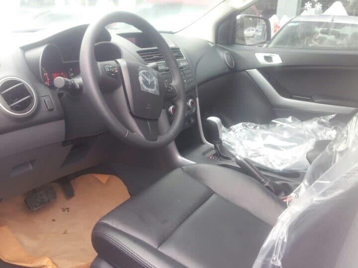bt 50 3 2l at 4wd interior 1 muaxegiatot vn - Chi tiết xe Mazda BT-50 3.2L AT 4WD (Hai cầu, số tự động, phiên bản cao cấp) - Muaxegiatot.vn