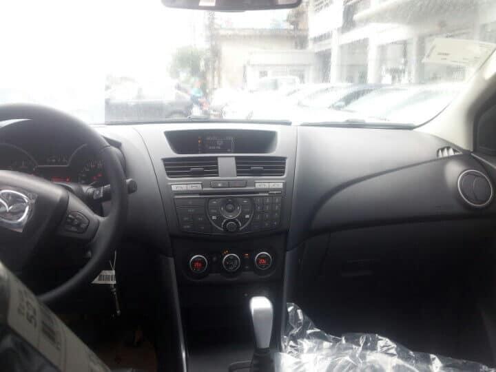 bt 50 3 2l at 4wd interior 3 muaxegiatot vn - Chi tiết xe Mazda BT-50 3.2L AT 4WD (Hai cầu, số tự động, phiên bản cao cấp) - Muaxegiatot.vn