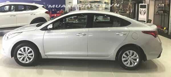 hong xe hyundai accent 2018 14 mt base muaxegiatot vn - So sánh Toyota Vios 1.5E MT và Hyundai Accent 1.4 MT số sàn - Muaxegiatot.vn