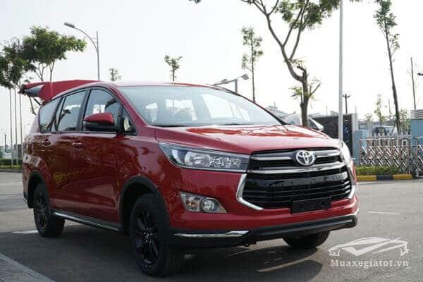 Toyota Innova 2018 màu đỏ