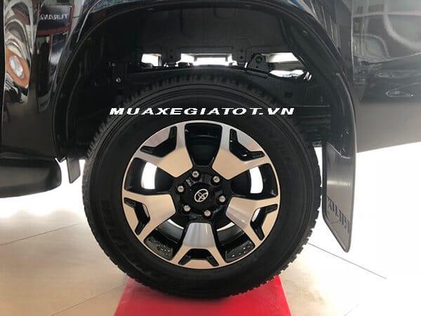 mam xe xe toyota hilux 2018 2019 so tu dong 2 cau muaxegiatot vn - Đánh giá xe bán tải Toyota Hilux 2020, đối thủ Ford Ranger - Muaxegiatot.vn