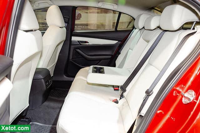 hang ghe sau tren mazda 3 2020 sedan muaxenhanh vn - Chi tiết xe Mazda 3 2021, Xe sedan hạng C bán chạy nhất Việt Nam - Muaxegiatot.vn