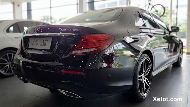 """duoi xe mercedes e300 amg 2020 muaxegiatot vn - Đánh giá Mercedes E300 AMG 2021, Sedan hạng sang mang """"dòng máu"""" thể thao - Muaxegiatot.vn"""