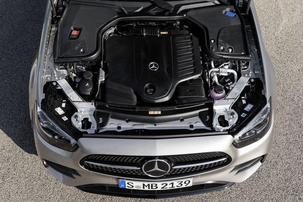 Dong co Mercedes Benz E Class 2022 Muaxegiare vn - Đánh giá xe Mercedes E-Class 2022 - Một thế hệ E-Class mang đẳng cấp hoàn toàn mới - Muaxegiatot.vn